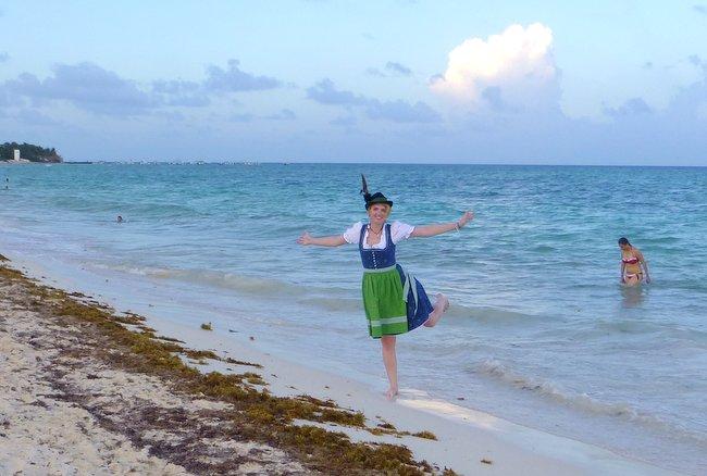 Dirndl Mexico Playa del Carmen Viktoria Urbanek